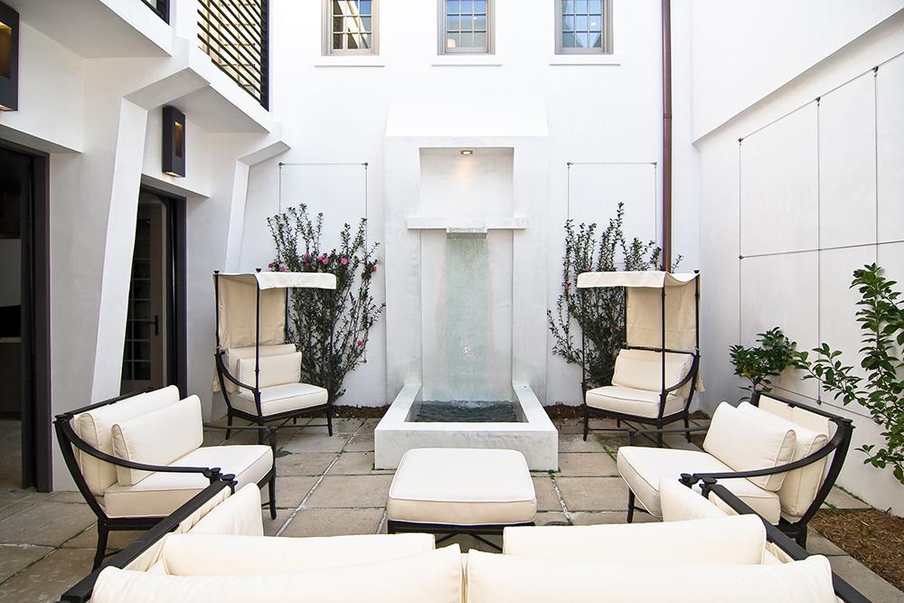 McNamara-Alys Beach House-Hogpenny Lane-Exterior-Courtyard